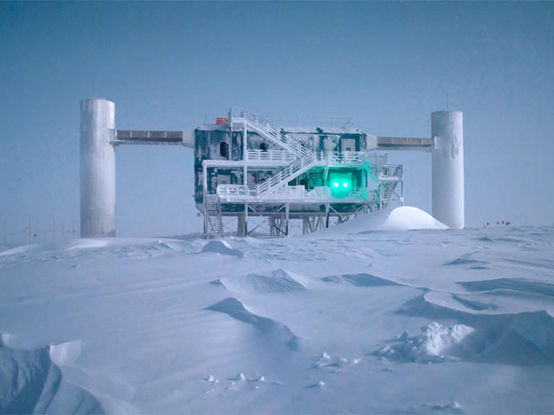 IceCube observatory in Antarktica - Photo: Emanuel Jacobi/NSF