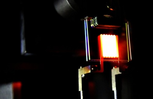 A proof-of-concept device built by MIT researchers demonstrates the principle of a two-stage process to make incandescent bulbs more efficient. (Source: Ognjen Ilic/MIT)