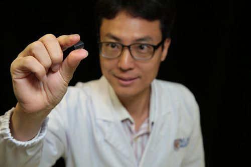Associate Professor Yang Hyunsoo from the National University of Singapore demonstrates the flexibility of the memory chip. (Source: National University of Singapore)