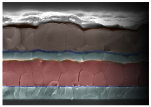 Cross-section of a new tandem solar cell designed by Stanford and Oxford scientists. The brown upper layer of perovskite captures low-energy lightwaves, and the red perovskite layer captures high-energy waves. (Source: Scanning electron microscopy image by Rebecca Belisle and Giles Eperon)